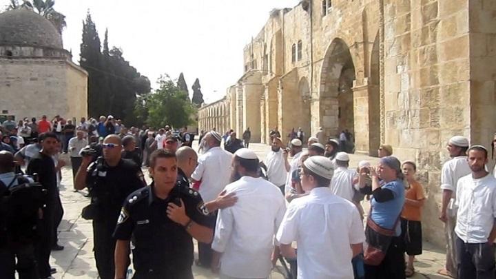 أكثر من 67 مستوطنا يدنسون المسجد الأقصى المبارك