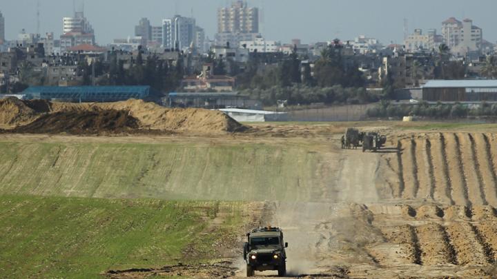 جرافات صهيونية تتوغل في الأراضي الفلسطينية بغزة