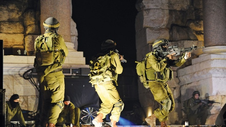 قوات العدو الصهيوني تشن حملة مداهمات واعتقالات في الضفة الغربية